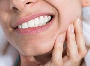 dor no maxilar perto do ouvido