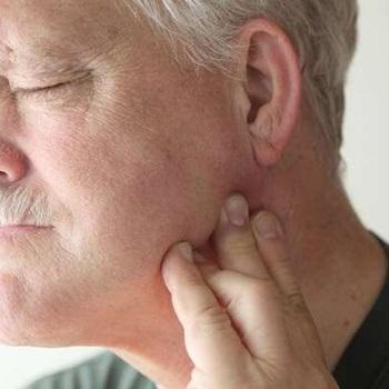dor no maxilar e ouvido